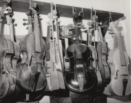 Nagy Károly - Hegedűk, a művész szobrokkal, címlap