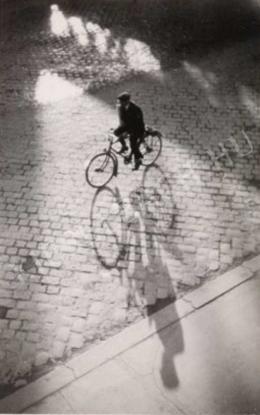 Dulovits Jenő - Kerékpáros ellenfényben, 1940 körül