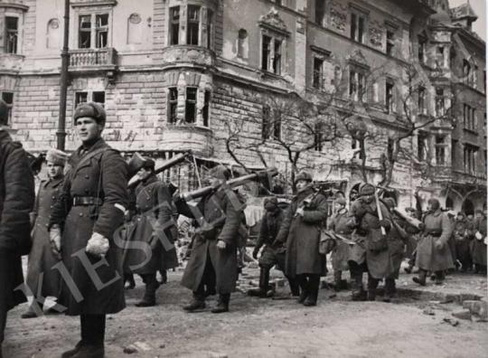 Haldei, Jevgenyij - Szovjet csapatok Budapesten, 1945.febr. | Fotóaukció 2007 aukció / 12 tétel