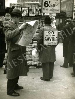 Kertész, André - Újságárusnál, Párizs, 1934