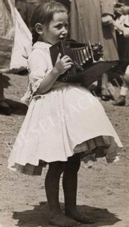 Balogh Rudolf - Kislány fényképezőgéppel, 1920 körül