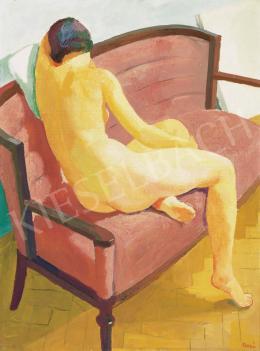 Patkó Károly - Modell műteremben, háttérben falnak támasztott vásznakkal