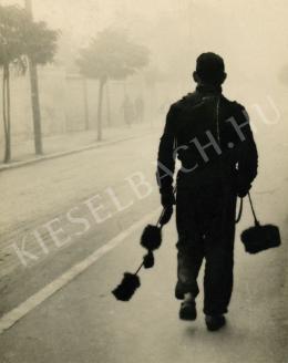 Csík Ferenc - Kéményseprő az utcán, Sopron, 1940