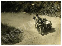 Munkácsi Márton - Urbach László motorversenyző a parádi hegyiversenyen, 1927