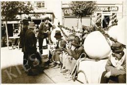 Danassy Károly - Munkára váró favágók a téren, 1929 körül
