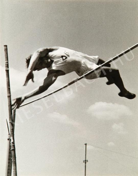 Escher, Károly - Pole-vaulter, around 1935 | Auction of Photos auction / 89 Item