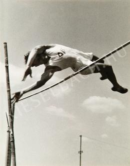 Escher, Károly - Pole-vaulter, around 1935