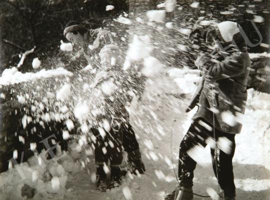 Escher, Károly - Playing snowballs, 1957 | Auction of Photos auction / 94 Item
