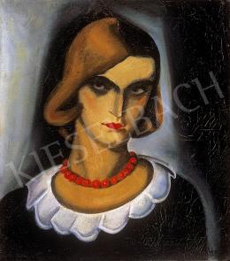 Gyenes Gitta - Nő piros gyöngysorral