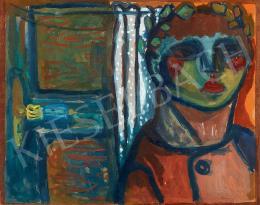 Anna Margit - Manci fehér pöttyös függöny előtt
