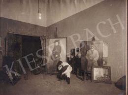 Czigány Dezső - Czigány Dezső a Százados úti műtermében, mögötte lappangó művei, 1912