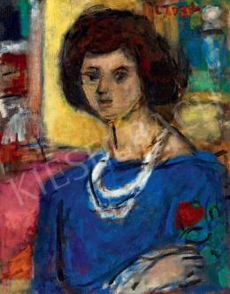 Czóbel Béla - Kék blúzos modell fehér gyöngysorral és rózsával