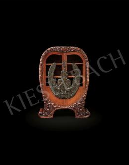 Tornai Gyula - Szárnyakkal díszített ajtajú szekrény keleti motívumokkal (