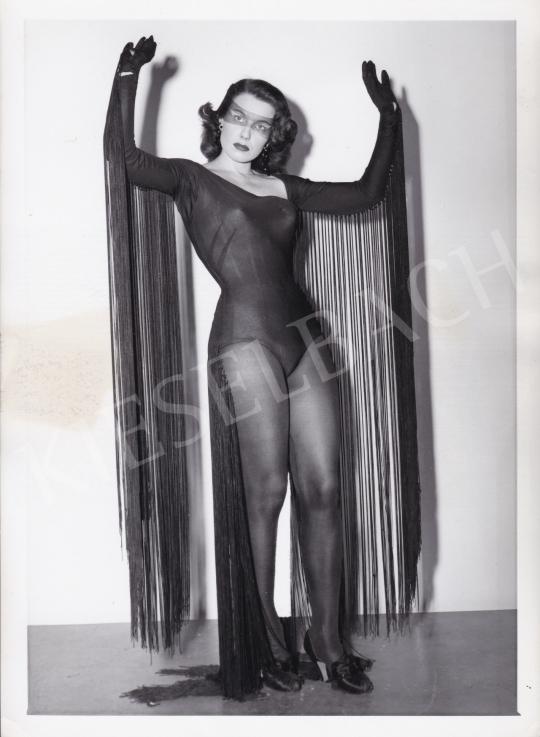 Eladó Ismeretlen fotós - Lány fekete jelmezben, 1950 körül festménye