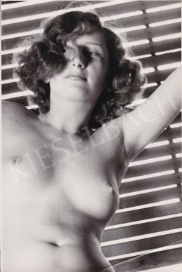 Ismeretlen fotós - Női akt (A csábos tekintet), 1950 körül