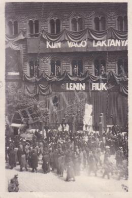 Ismeretlen fotós - Lenin fiúk, 1919. május 1. Budapest