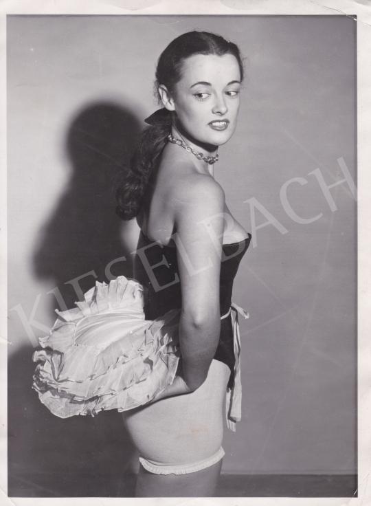 Eladó  International News Photos - Lány fűzőben, 1950 festménye