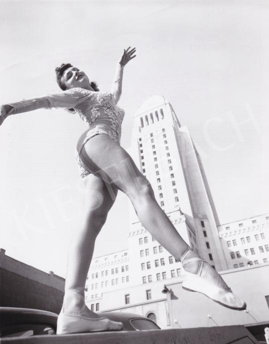 Eladó  International News Photos - Balett a városban, 1945 körül festménye