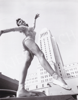 International News Photos - Ballet-Dancer in the City, c. 1945