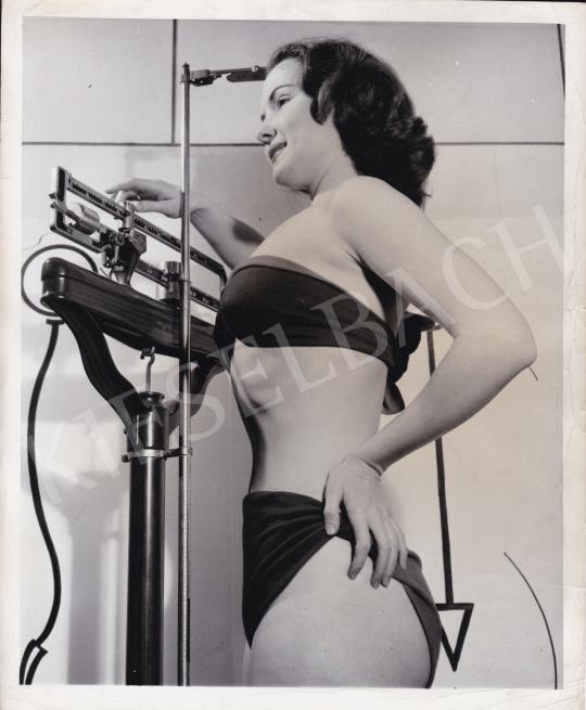 Eladó  International News Photos - Mit mutat a mérleg?, 1950 körül festménye
