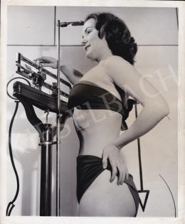International News Photos - Mit mutat a mérleg?, 1950 körül