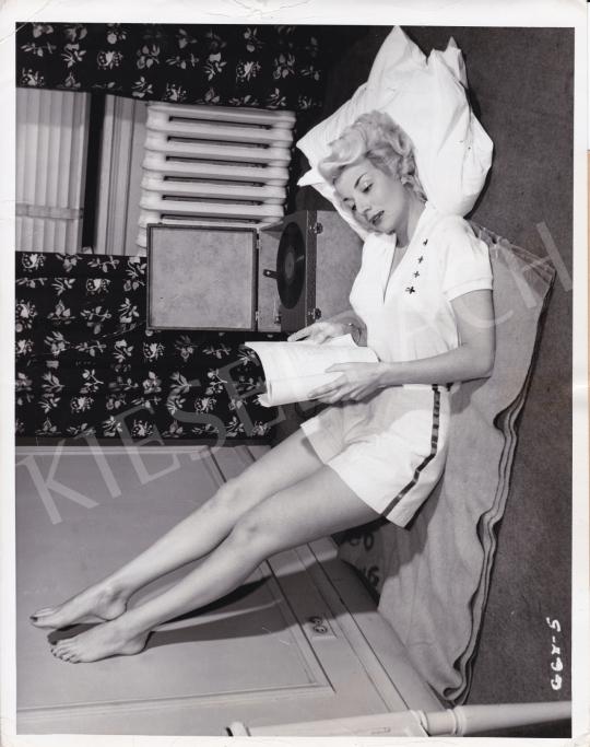 Eladó  International News Photos - Egy nehéz nap éjszakája, 1950 festménye