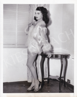 International News Photos - Laurette Luez Wearing a Negligee, 1950