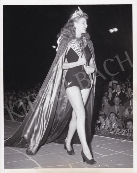 Eladó  International News Photos - A szépségkirálynő (Rosemary de Planche), 1941 festménye