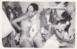 D. Esposto (International News Photos) - Készülődés az előadásra II., 1949