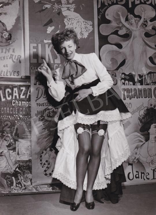 Eladó  Baum, Allan (International News Photos) - Claudine Cheret harisnyakötőben pózol, 1950 festménye