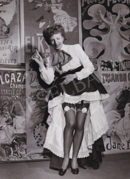 Baum, Allan (International News Photos) - Claudine Cheret with Garter, 1950