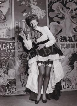 Baum, Allan (International News Photos) - Claudine Cheret harisnyakötőben pózol, 1950