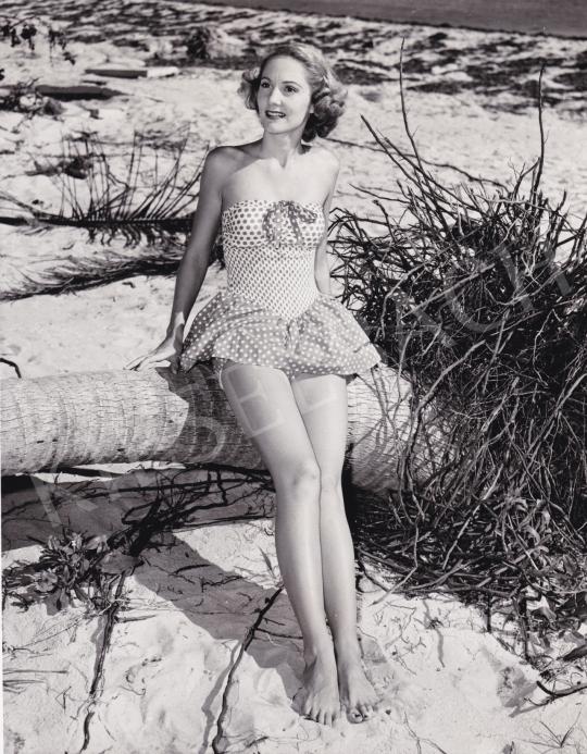 Eladó  O'Grady, J. (International News Photos) - 1951 úszódressz divatja, 1951 festménye