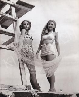 Latham, Sidney (International News Photos) - Lynn Carol és Marilyn Sable modellek forgatási szünetben, 1945