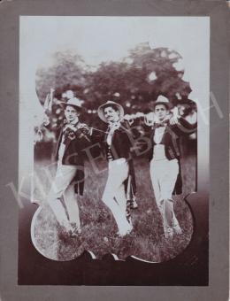 Fotós Witz szárazbélyegzővel - Kerti parti II., 1895 körül