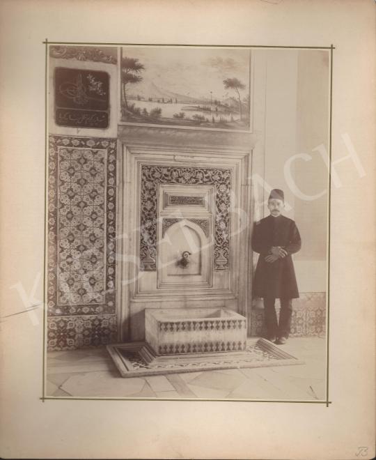 Eladó Ismeretlen fotós - Fezes férfi kút előtt festménye