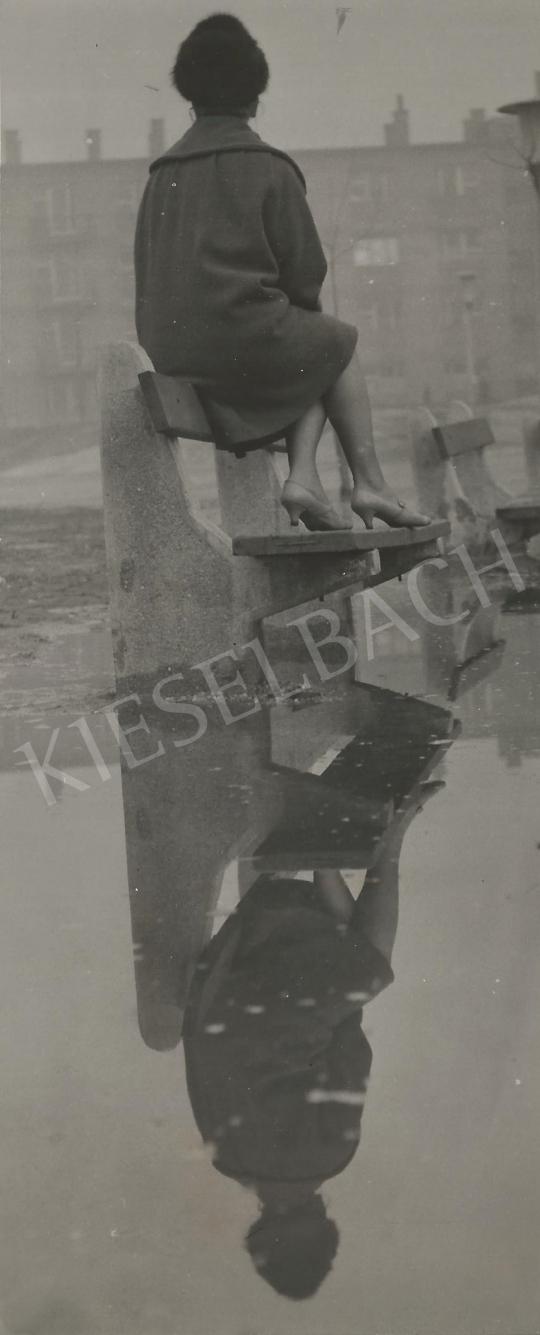 Eladó Ismeretlen fotós - Tükörkép (Nő a padon) 1960. k. festménye
