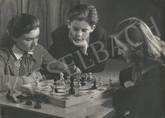 Eladó  Krisch Béla - Döntő lépés festménye