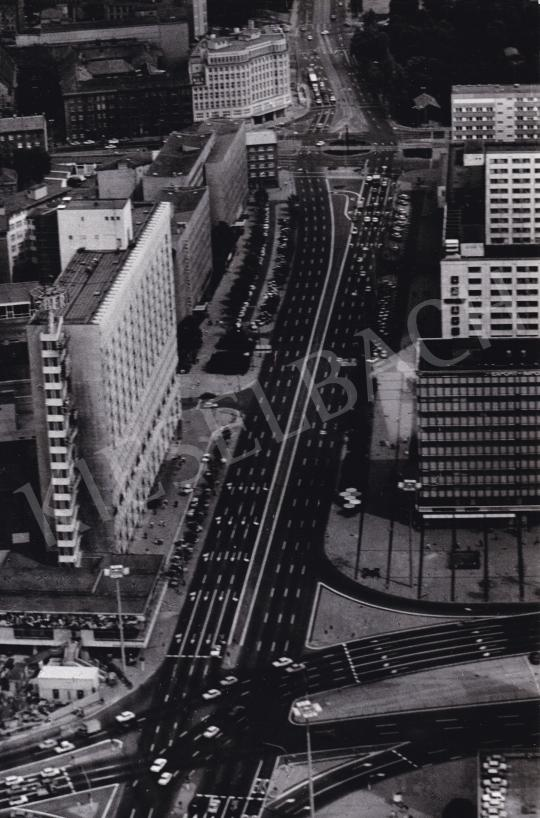 Eladó  Id. Giltán Tivadar - Berlin főútja festménye