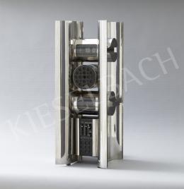 Lugossy Mária - 15:07-Modern idők, térplasztika. Asztali óra beépített rádióval, 1970-es évek vége